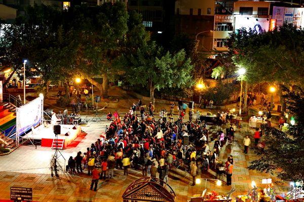 仁愛公園已是鎮民喜愛活動的公共空間。(李忠冠攝)