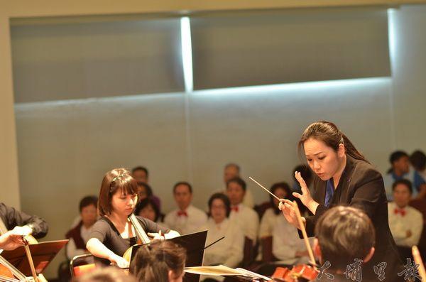 「愛‧永不止息」音樂會在埔里基督教醫院九二一紀念堂舉辦,客席指揮為許惠品。(柏原祥攝)