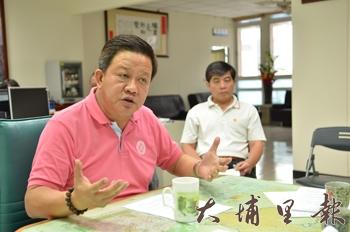 鎮長周義雄表示:若要砍樹 先砍我頭。(柏原祥攝)