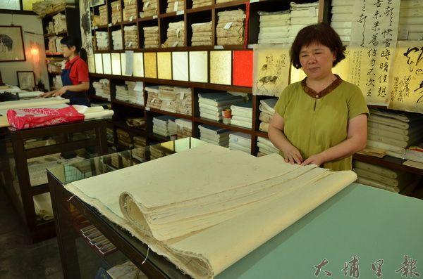 廣興紙寮準備30份手工紙,送至法國孔泰民俗文化與建築博物館展覽。(柏原祥攝)