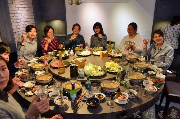 日高鍋物獨立圓桌包廂適合團體家族聚餐。(柏原祥攝)