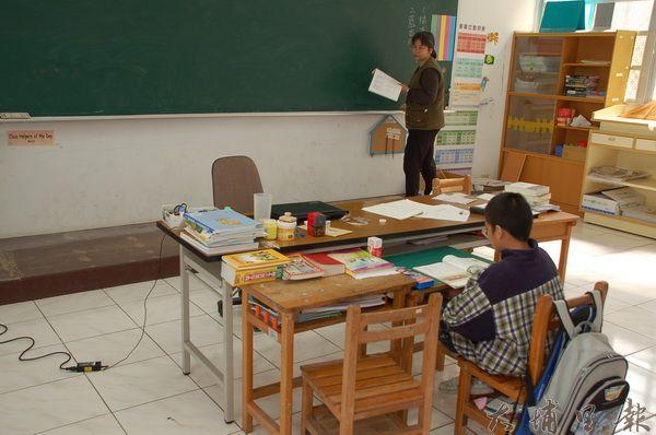紅葉國小一個學生上課的情形。(柏原祥攝)