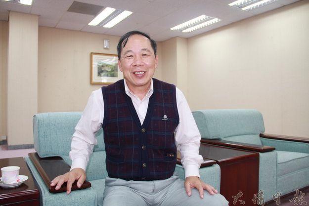 明潭電廠副廠長賴顯泰表示日月潭水庫區每五年做一次長近二年的總體檢,確保水庫區的安全無虞(黃彥文攝)