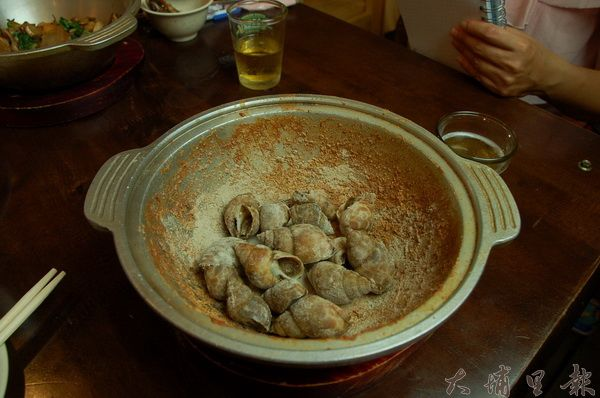 尚青活海產的招牌菜之一「胡椒風螺」,很適合下酒。(柏原祥攝)