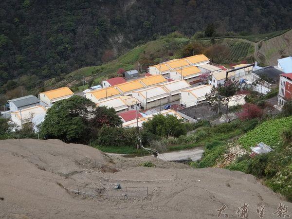 翠巒部落921地震後造成山區地層的鬆動,部落上方的坡地也陸續出現走山的狀況。