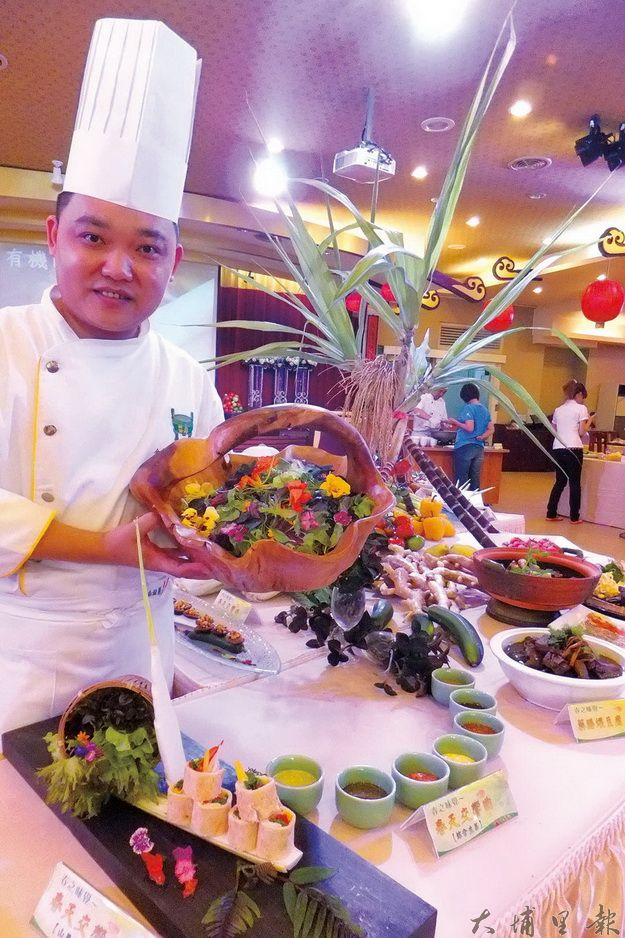 金都餐廳推出春天交響曲蔬食養生餐,大學生及出家師父接受度也很高。(唐茹蘋攝)