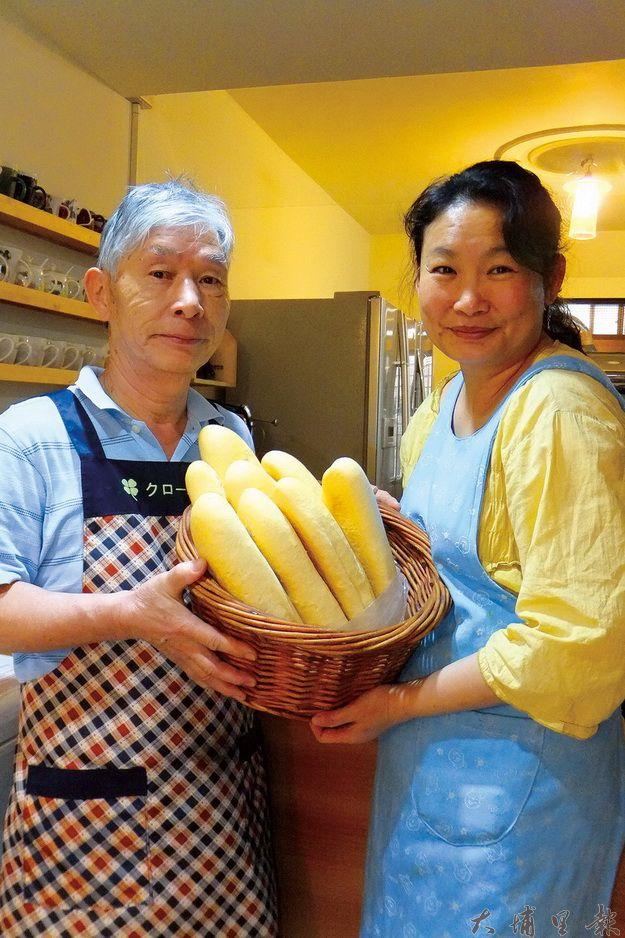 樂活小屋主人大山及小每提供天然健康的料理給客人。(唐茹蘋攝)