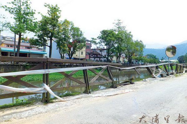 杷城排洪道多處欄杆破損斷裂,呼籲民眾務必注意自身安全。(唐茹蘋攝)