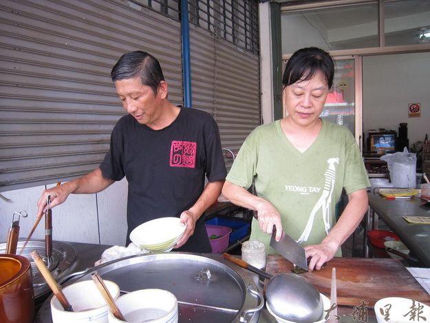 陳家宏賢伉儷,經營祖傳故鄉麵,風味獨具。(林子婷攝)