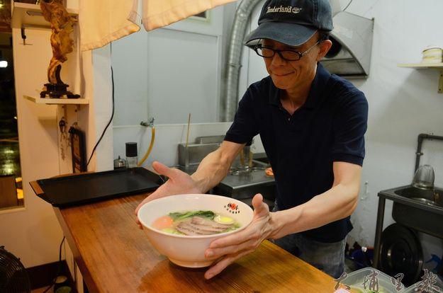 「梅之香」老闆李冠賦堅持遵循日本古法,拉麵口味道地而食材新鮮。(柏原祥攝)