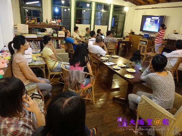埔里研究會在阿朴咖啡舉辦,召集一群對埔里地方事物關心的人士。(柏原祥攝)