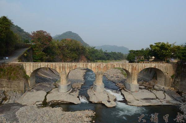 國姓鄉糯米橋因欄杆遭大水沖毀,目前暫時封閉。(柏原祥攝)