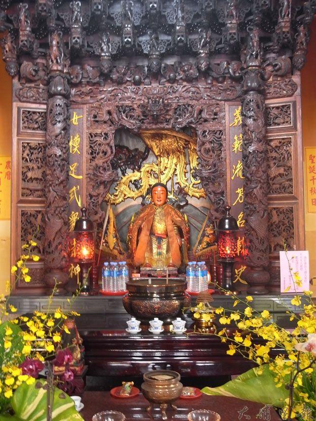 建廟之初,義女廟並無神像。直至本地畫家蕭木桂先生夢見天水夫人聖像,並繪出其貌,始有後人為之塑像。(蔡佳倫攝)