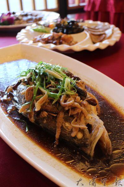 古法蒸桂花魚,手工繁複、體現多元風味,是名符其實的手工菜。(林子婷攝)