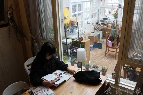 小兔咖啡著意區別出不同的空間,使客人能擁有自己的小天地,在此處看書、品評咖啡,何嘗不是一種幸福。(林子婷攝)