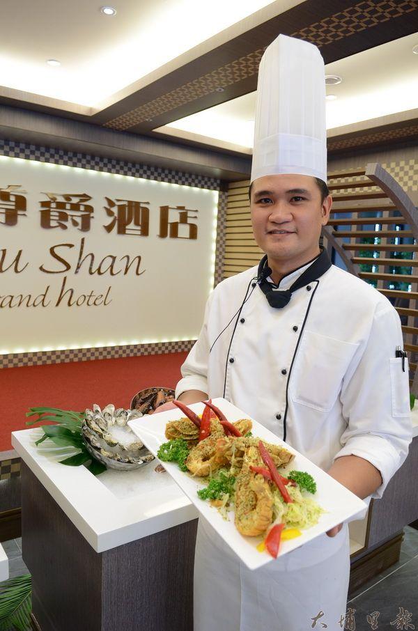 陳智華是阿美族,懂得使用原住民的辛香料,這道蝦姑頭料理,結合台式及西式料理手法。(柏原祥攝)