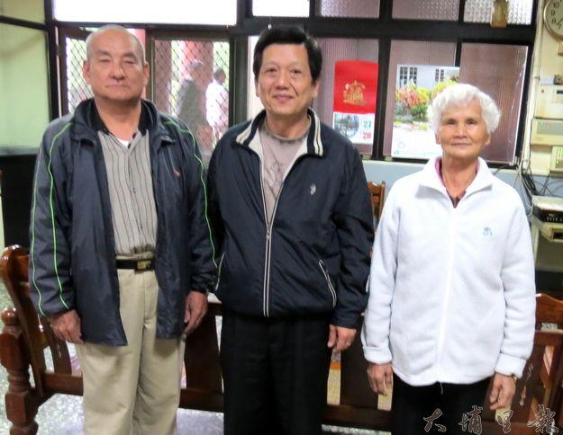 覺靈寺新任常務監事楊樹煌〈中〉、監事陳秀珠(右)及莊瑞權(左)。