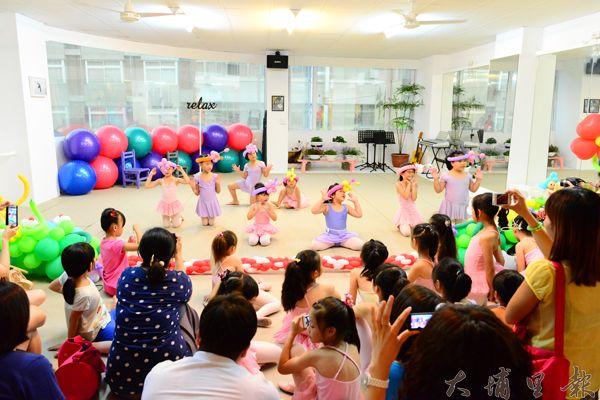 王伃帆的幼兒舞蹈律動抓得住小朋友的fu。(陳時平攝)