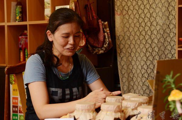 愛做菜的石蕙萓凡事自己來,包裝同樣不假手他人。(柏原祥攝)