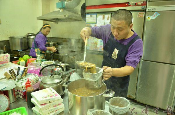 迦南美地麵食館不僅是商店,也是康復之友的庇護工場。(柏原祥攝)