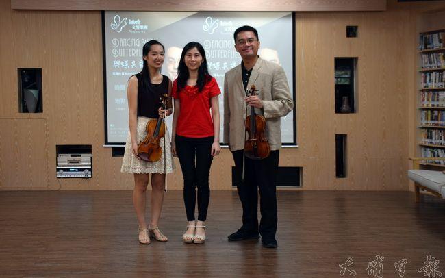張睿洲(右)與Butterfly交響樂團弦樂團成員合照。(圖/樂團提供)