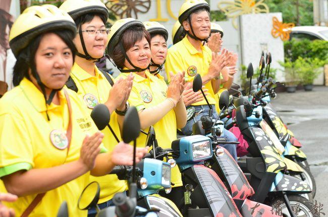 埔里鎮的電單車入列,一同成為埔里低碳輕旅行的新尖兵。(柏原祥攝)