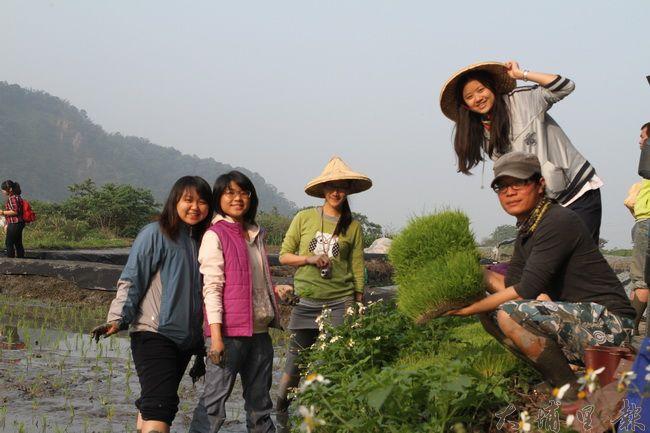 青年返鄉務農不等於農家樂,要務實、謙卑學習,才容易成功。(圖/穀笠合作社提供)