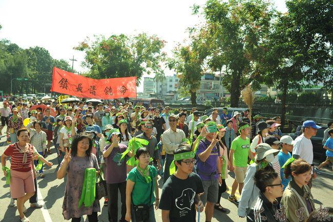 埔里公民發起護樹大遊行,為埔里南安路護岸樹木請命。(柏原祥攝)