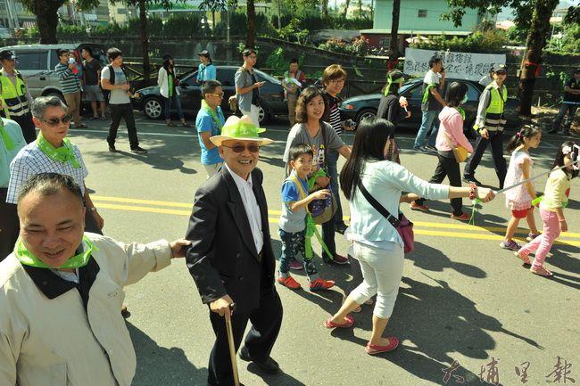 牛耳石雕公園董事長黃炳松,也參加了護樹大遊行。(柏原祥攝)