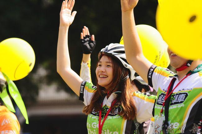 埔里奇單車成員也參與埔里無車日,跟隨舞台主持人躍動。(柏原祥攝)