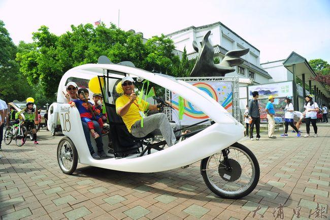 由Feeling18贊助的觀光導覽三輪車,也參與埔里無車日的活動。(柏原祥攝)