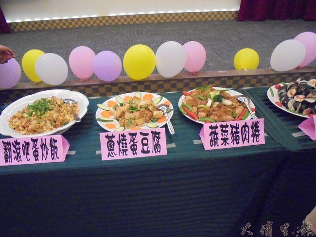 兒童開心廚房小朋友展現學習成果,菜色相當有職業水準。(圖/台灣社會工作實務發展協會提供)