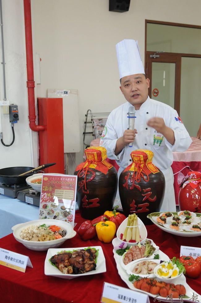 金都餐廳行政主廚劉恒宏表示,埔里出品的好酒,是許多鄉土料理不可或缺的素材。(柏原祥攝)