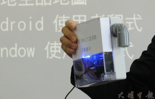 暨大開發的微型空汙感測器雛形,初期一具成本約4500元,大量生產可降至兩千元左右。(柏原祥攝)