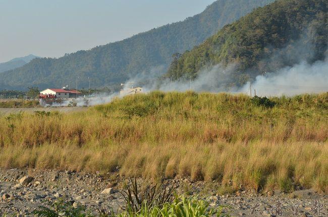 埔里鎮露天燃燒垃圾相當普遍,尤其進入秋冬季節,情況更為惡化。(柏原祥攝)