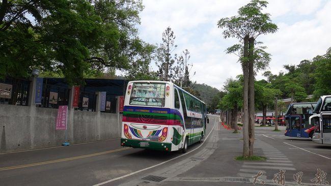 中台禪寺柴油大遊覽車出入頻繁,環保署列為埔里第一個空氣品質淨化專區(柏原祥攝)