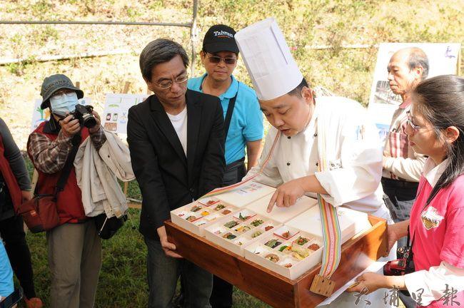 桃米便當由金都餐廳行政主廚劉恒宏設計,採用食材來自桃米休閒農業區。(柏原祥攝)