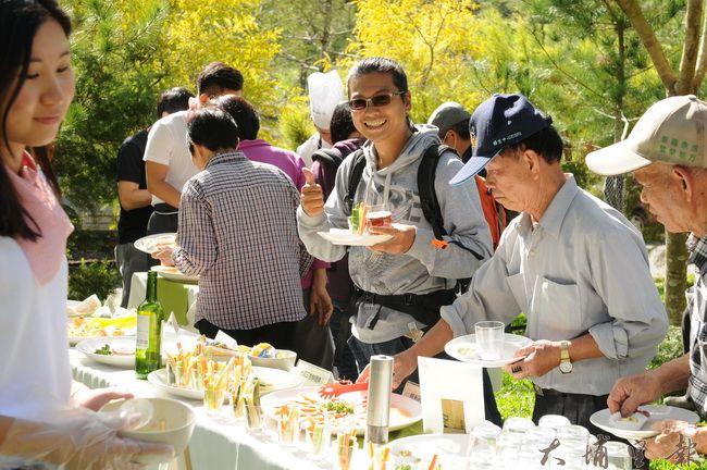 桃米野餐提供豐富健康的菜色與農遊體驗。(柏原祥攝)