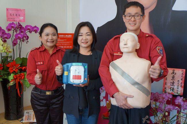 因父親猝逝的傷感回憶,立委參選人馬文君重視救護政策,她在競選總部設置AED。