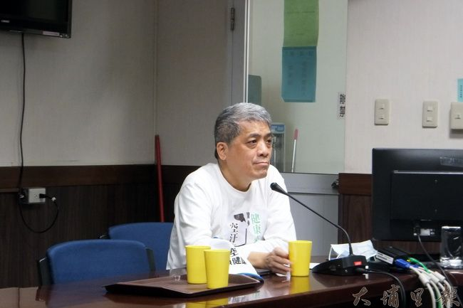 台灣健康空氣行動聯盟發起人葉光芃在委員會提出許多空污改善的因應之道。(唐茹蘋攝)