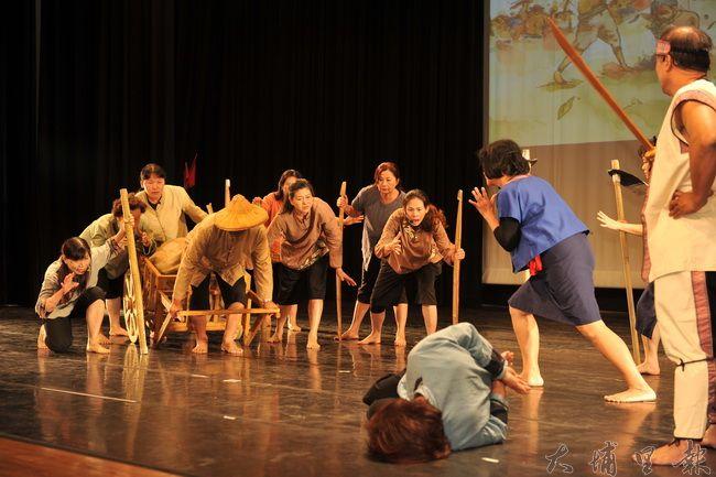 珠仔山社區「翻越生番空」歷史舞台劇,述說埔里在地天水嬸的事蹟。(柏原祥攝)