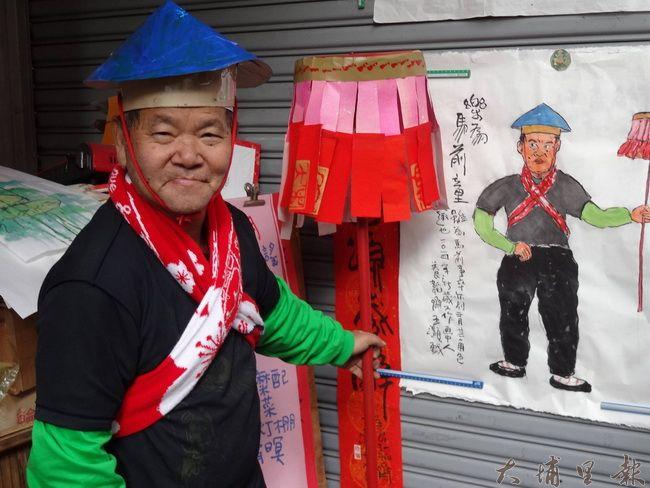 王灝曾準備道具,扮演他畫作中的主角。(圖/摘自許耀進臉書)