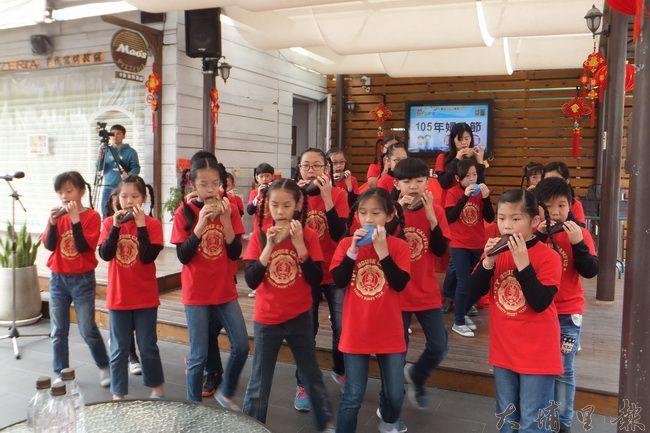 南光國小學童陶笛表演。(唐茹蘋攝)