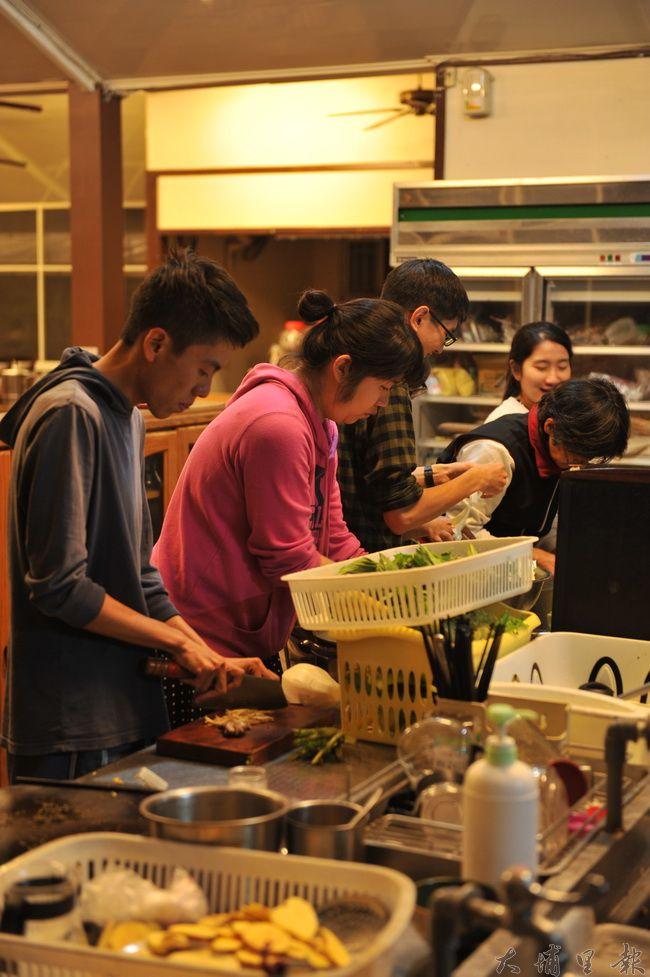 郭昱宏舉辦共食活動,拉近消費者與小農、土地的距離。(柏原祥攝)
