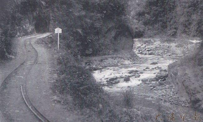 早年牛洞有鐵道通過,並闢有臥龍與眠牛兩座隧道。(潘樵提供)