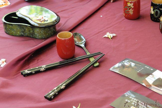 2016客家桐花祭揭幕,每個活動會場將展示客家文創作品,圖為漆器。(柏原祥攝