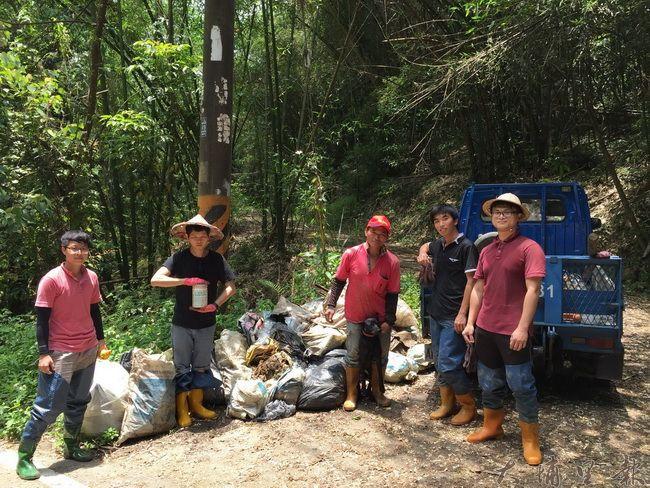 多虧志工協助,桃米社區才能保持清淨。(桃米生態村社造協進會提供)