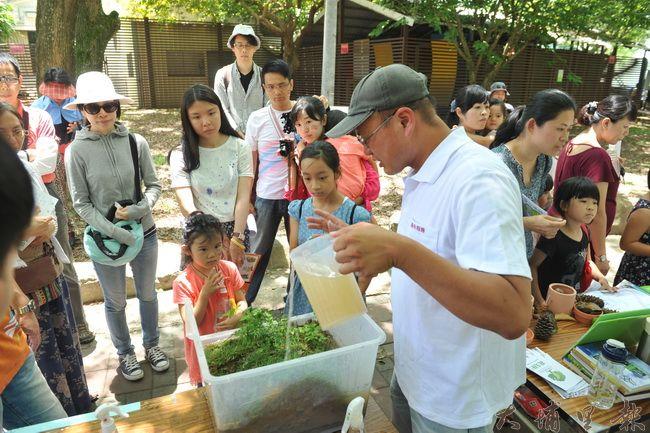 2016埔里生態城鎮園遊會,青農陳新豪製作模型,教育守護山林就是做好水土保持。(柏原祥攝)