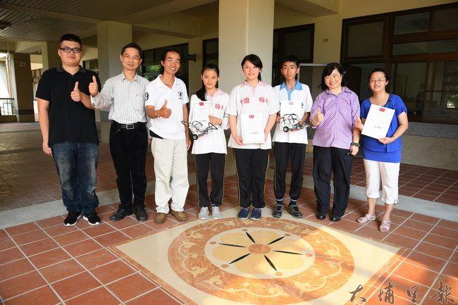 國姓鄉北梅國中參加於雲科大舉辦的「2016年亞洲智慧型機器人大賽」,連續兩年拿下第一,證明偏鄉學校學生程度不比都會區差。(廖仲政攝)