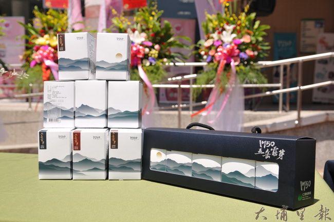 仁愛鄉農會推出的五岳霧芽茶涵蓋鄉內五個茶區,包裝外觀是連綿的山脈。(柏原祥攝)